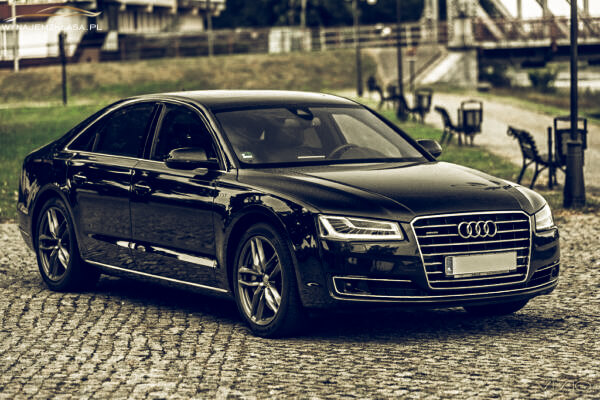 Audi A8 385KM