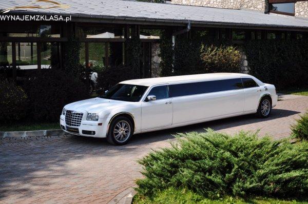 Długa limuzyna Chrysler